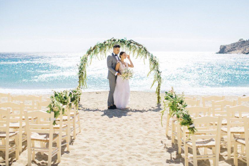 Elegant beach wedding in Mykonos