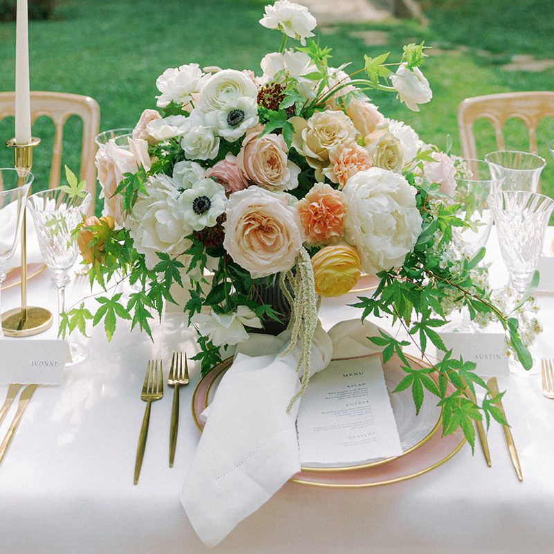 Flower bouquet for wedding table