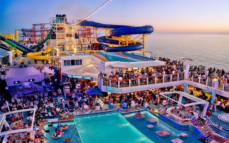Party on a boat with pool